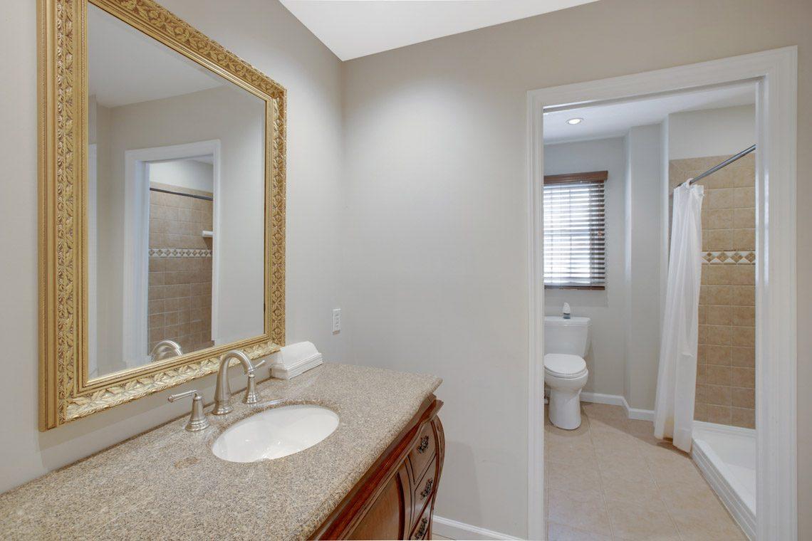 21 – 423 Hartshorn Drive – Hall Bath