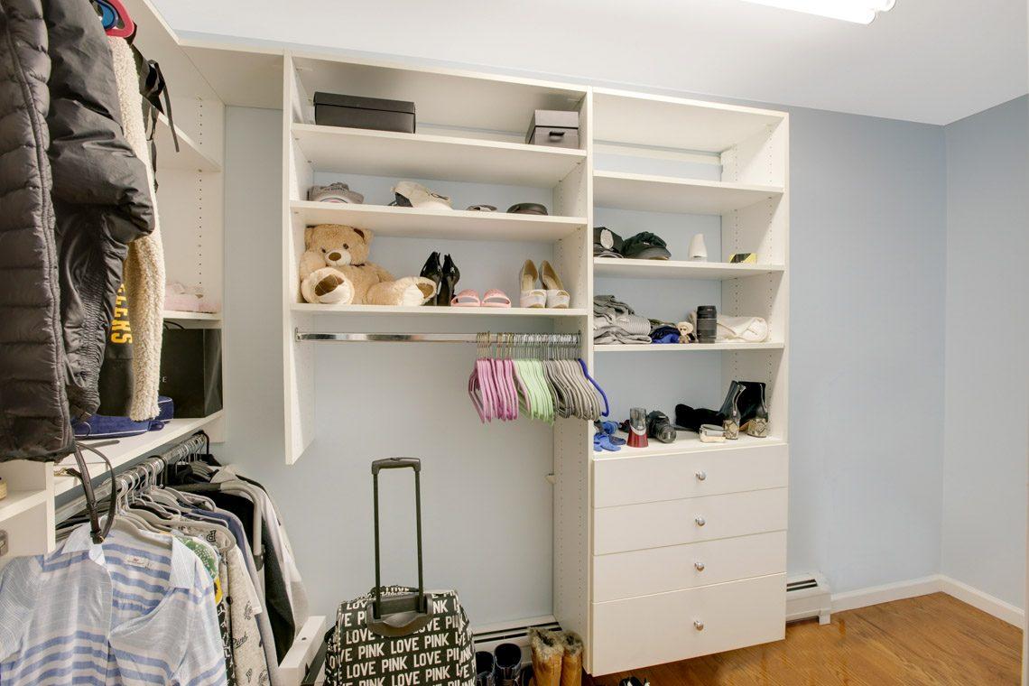 23 – 423 Hartshorn Drive – Walk-in Closet