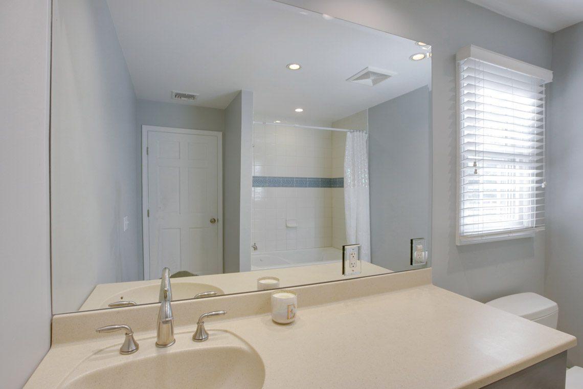 24 – 423 Hartshorn Drive – En Suite Bath