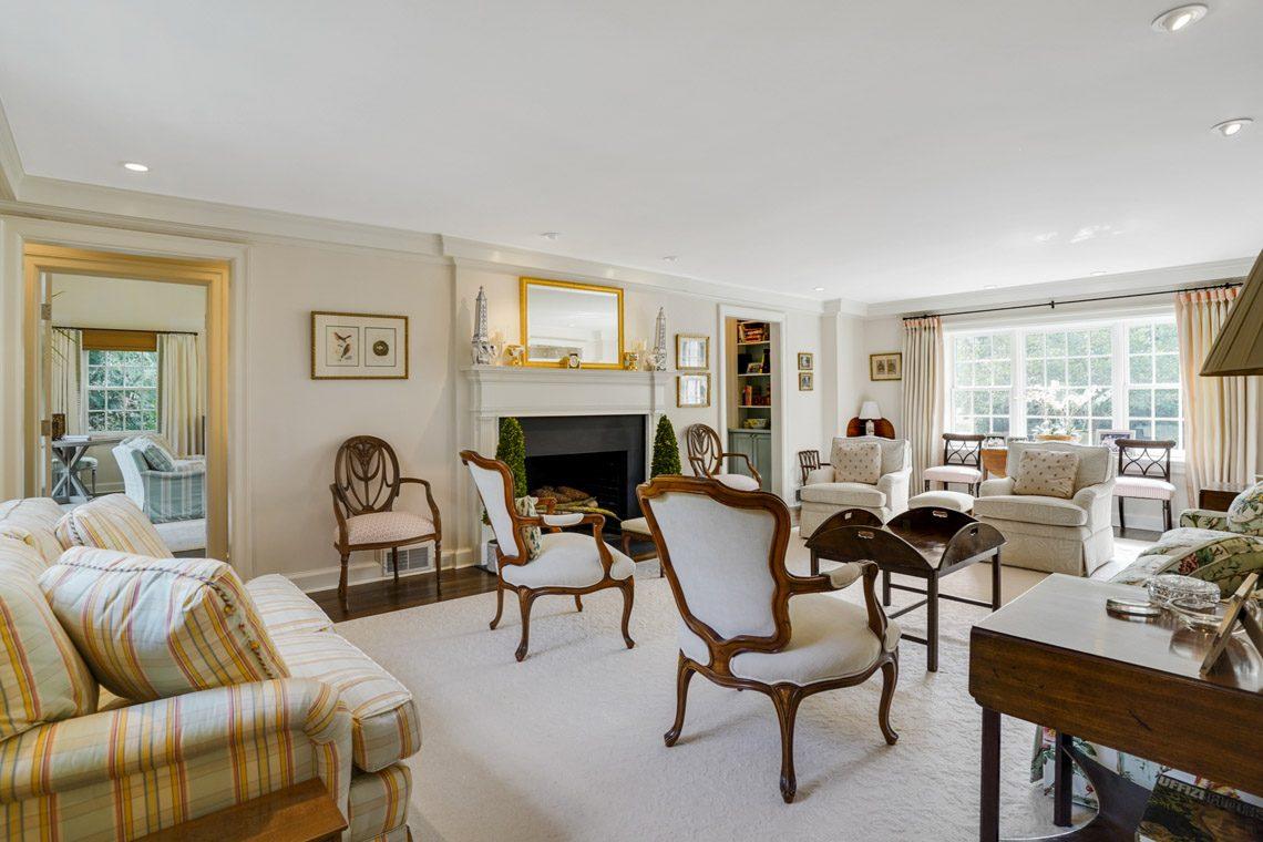 4 – 164 Highland Avenue – Living Room
