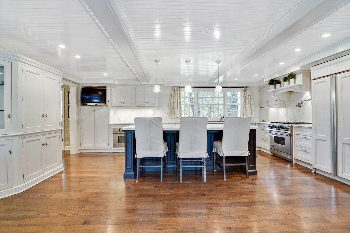 8 – 164 Highland Avenue – Gourmet Eat-in Kitchen