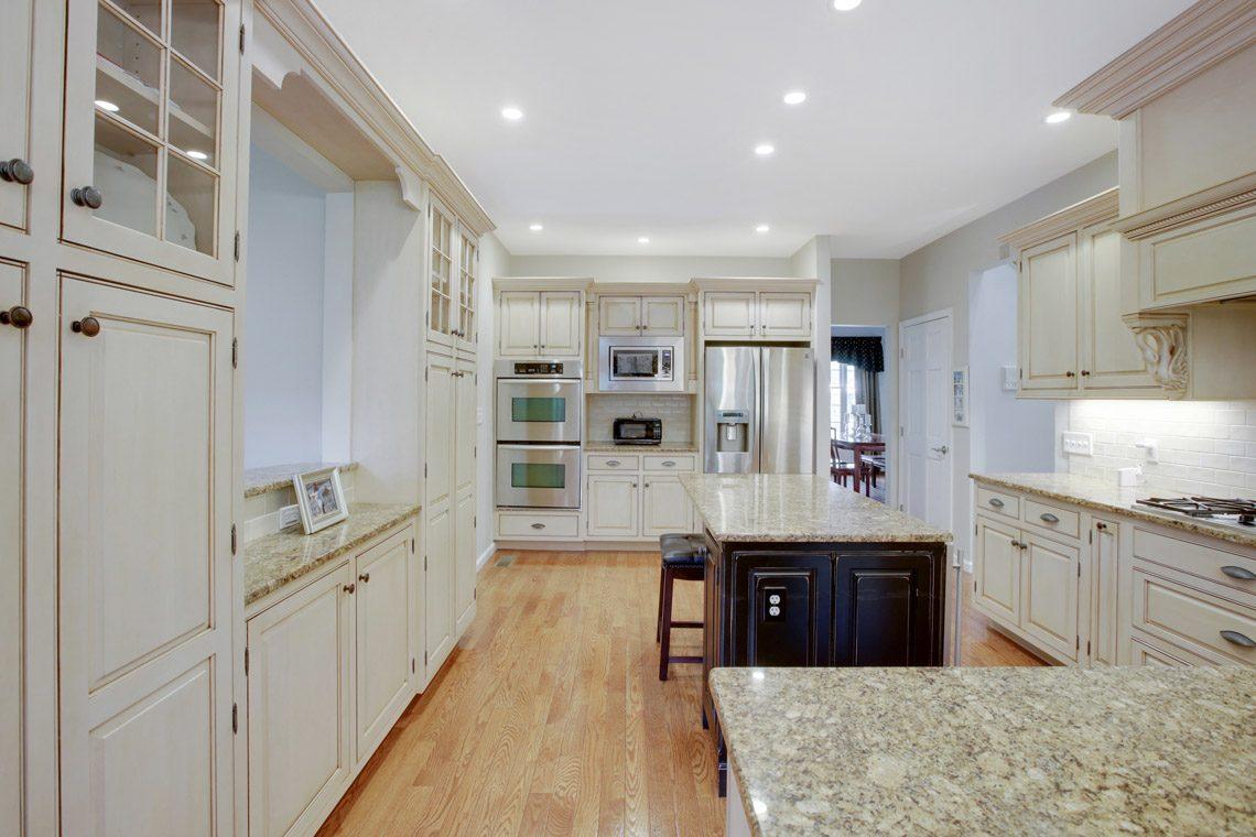 8 – 423 Hartshorn Drive – Kitchen