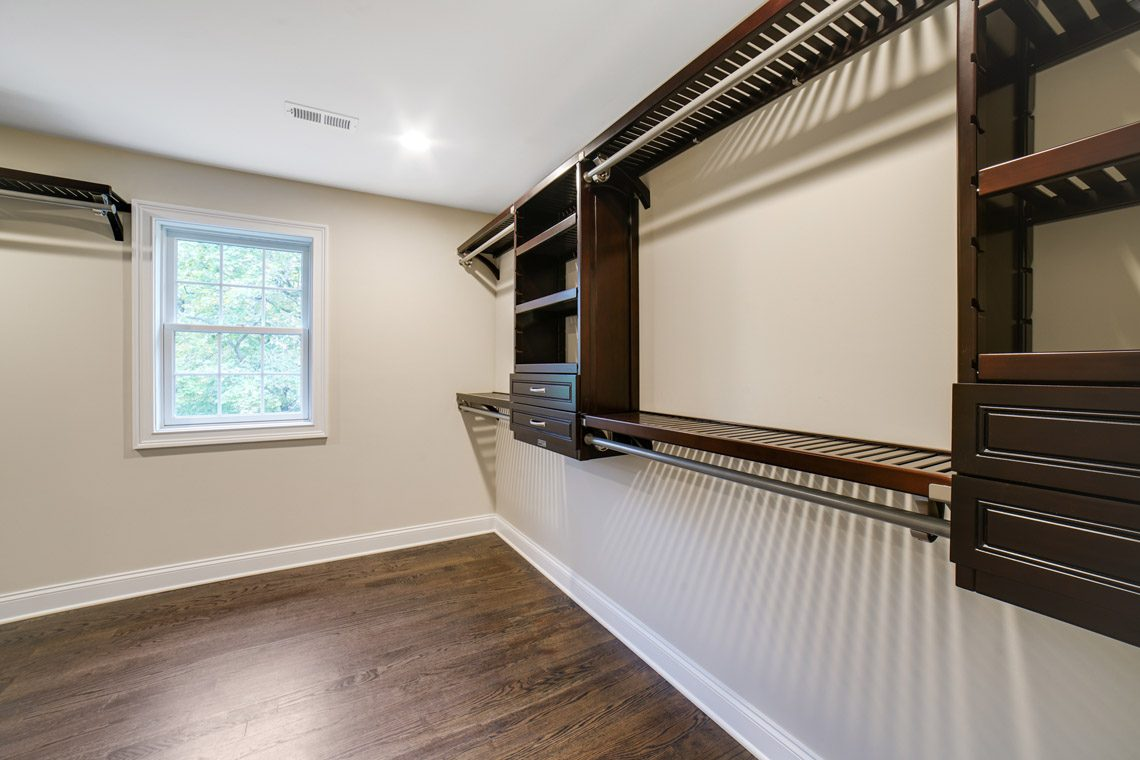 17 – 14 Chestnut Road – Master Walk-in Closet