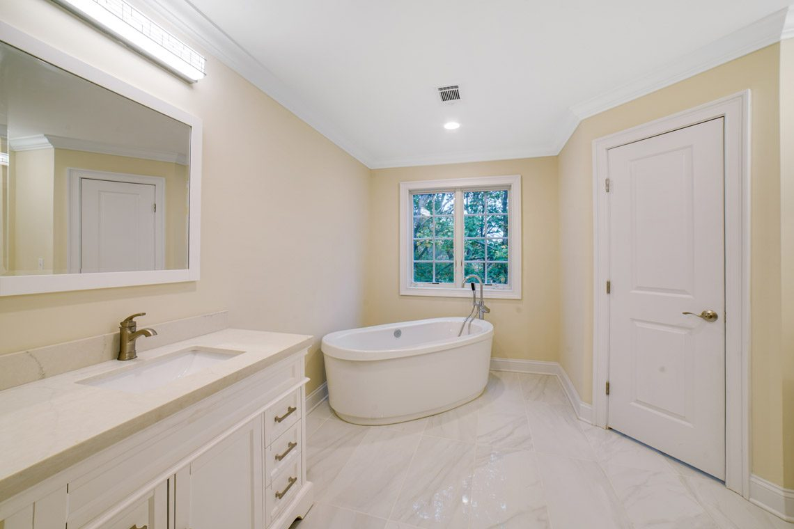 19 – 14 Chestnut Road – Spa-like Master Bath