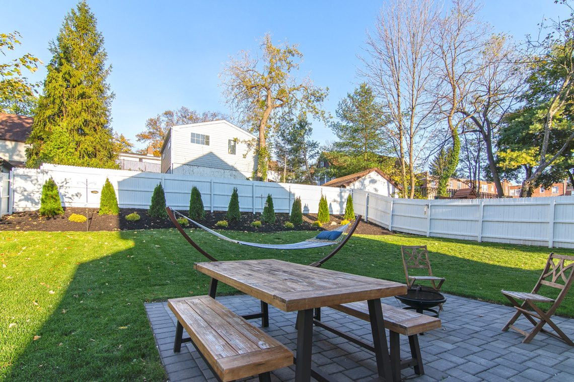 22 – 57 Locust Avenue – Great Backyard